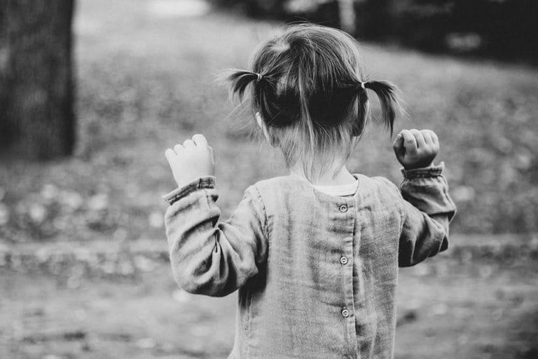 Babyfotos Babyfotografie Kinderfotografie Dresden Mädchen Zöpfe Fotografin Dresden Klotzsche augenscheinlich