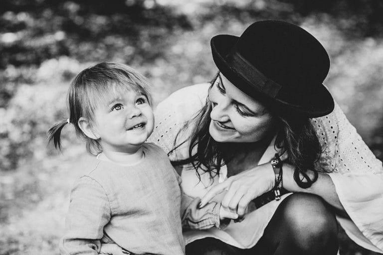 Familienfotografie Dresden Mama mit Tochter Hipster Dresden augenscheinlich